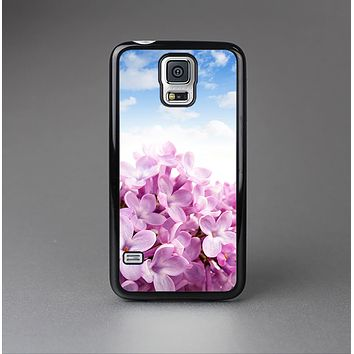 The Blue Sky Pink Flower Field Skin-Sert Case for the Samsung Galaxy S5
