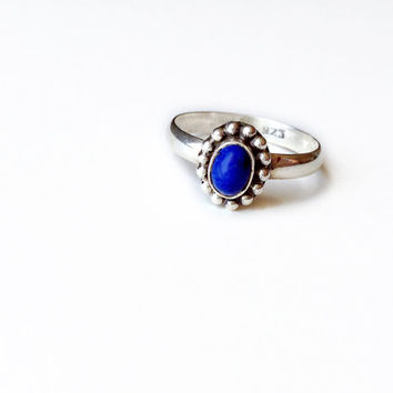 Oval Lapis Lazuli Bezel Set Ring in Sterling Silver // vintage sterling silver jewelry, deep blue lapis jewelry