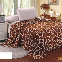 Animal Print Ultra Plush Giraffe Queen Size Microplush Blanket
