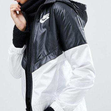 DCCKH3F Nike Hooded Windbreaker Jacket