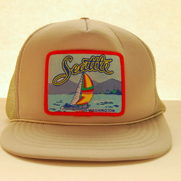 70s 80s Vintage Snapback hat / SEATTLE Washington Trucker Hat / Beige Grey Baseball Cap / Hipster Patch Mesh Hat / PNW Snap Back