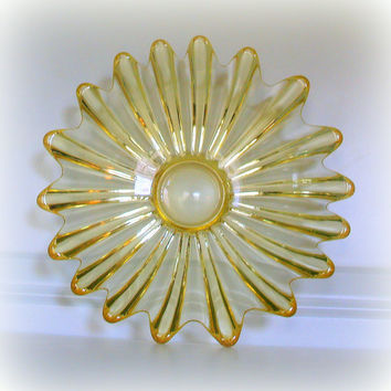 50s PRETTY VINTAGE SUNBURST Fostoria Crystal Fruit Bowl - Shallow Serving Dish - Mid Century Modern Glassware - Retro Kitchen - Sunny Yellow