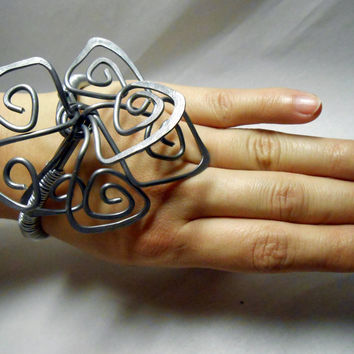 lightweight big silber aluminum cuff-wire wrapped jewelry - unique big fashion - silver hammered wire -  big jewelry
