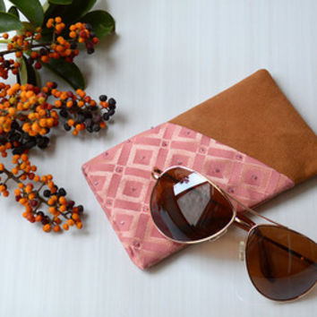 AURIGA 1 glasses case - Genuine suede leather with handmade beadworking for fabric.