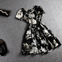 Black And White Ink Floral Print Short-Sleeve Pleated Dress