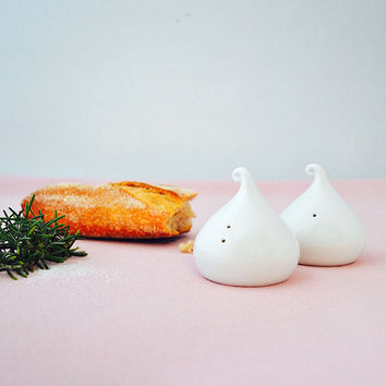 "Porcelain ""kisses"" salt and pepper shakers"