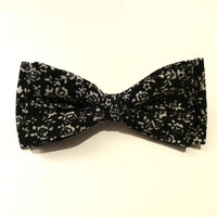 Floral Bow Tie with Black Background and White Flower Pattern, Wedding Bow Tie, Man Bow Tie, Bow tie with Flowers, Black Bow Tie
