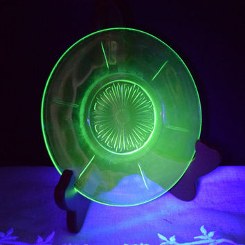 Vaseline Uranium Glass Saucer Green Depression Glass Tea Fruit Salad Plate Vintage Starburst Vaseline Glass Plate Collectible Vaseline Glass