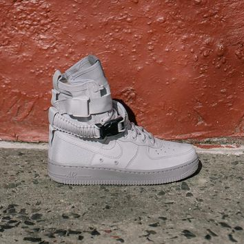 NIKE - Women - W SF Air Force 1 - Grey