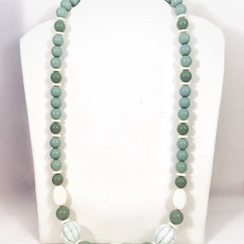 Sage green vintage necklace, 1980s vintage green and cream necklace, plastic bead necklace, long green beads, marbled green, off-white