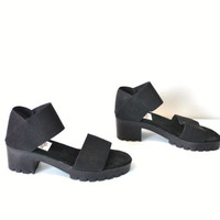 size 7 early 90s minimalist chunky heel sandals / san miguel black elastic platforms