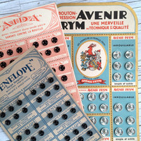 Collection of three poppers cards, vintage French sewing supply. 108 poppers in 3 sizes from 8-12mm. In perfect condition.