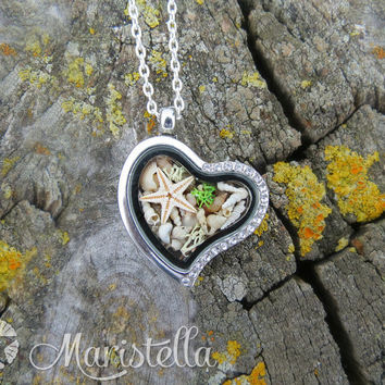 REAL SEASTAR, Real SeaSHELLS, Real corals and Real moss in a two sided heart glass necklace Mermaid CLOSED locket pendant with silver chain.