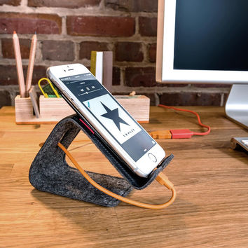 Stanley - The flexible leather phone or tablet stand