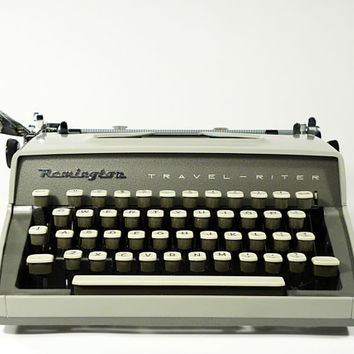 vintage industrial typewriter . Remington TRAVEL-RITER . wooden box case . secretary memories . beautiful for a photoshoot