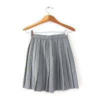 Vintage herringbone mini skirt. black & white checkered skirt. high waist skirt. pleated skirt. mod school girl.