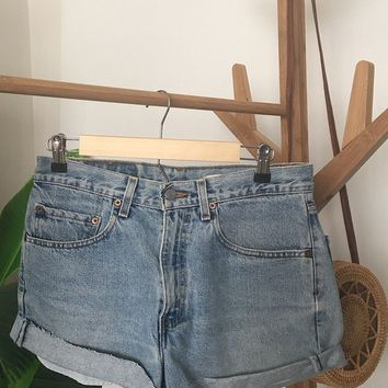a827602841 Vintage Levi's 550 Denim Short SIZE 3/4