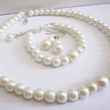 Bridesmaid jewelry set, ivory pearl necklace, bracelet and earring set, bridesmaid necklace set, bridesmaid gift