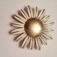 Vintage Avon Enamel Daisy Flower Perfume Holder Brooch Costume Jewelry