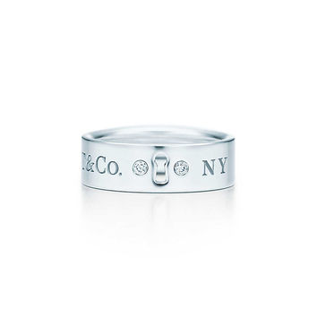 Tiffany & Co. - Tiffany Locks ring in sterling silver with diamonds.