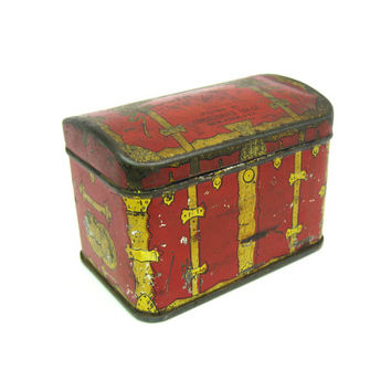 Treasure Chest Tin Box. Consolidated Tea Box. Small Tobacco, Button, Trinket Holder. Pirates Chest. Vintage Hinged Container. Home Décor