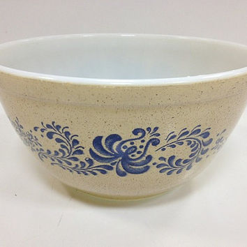Vintage Pyrex Mixing Bowl Homestead