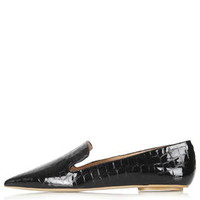 KURVE Pointed Croc-Effect Shoes - Black