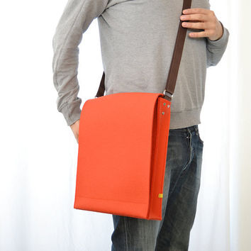 50 OFF  wool felt MESSENGER BAG  orange by anonimaMenteSHOP