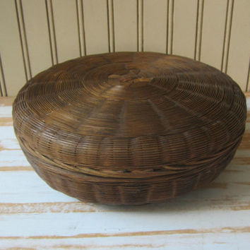Vintage Sewing Basket Tightly Woven Round Basket with Lid Storage or Button Basket