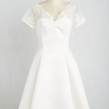 Vintage Inspired Short Sleeves A-line Horse-Drawn Marriage Dress in White