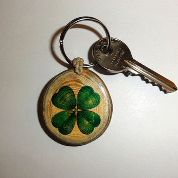 Four Leaf Clover Keychain Keyring. Natural Key Ring Wood Slice. Good Luck Ornaments, Key Chain Illustration. Personalized Wooden Keychain