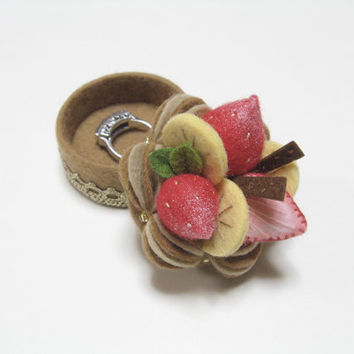 Tiny Jewelry Box - Felt Mocha Cake Trinket Box - Felt Ring Box - Keepsake Box - Pill Box