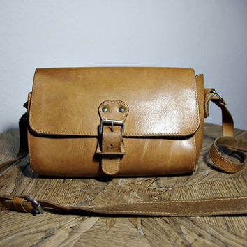 SALE 25% OFF - 80s Shoulder Leather Bag. Honey brown. Messenger. Satchel