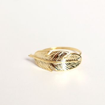 Feather Or Not Ring Gold