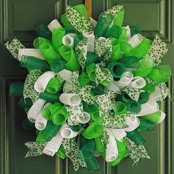 St Patrick's Day Green and White Spiral Deco Mesh Wreath