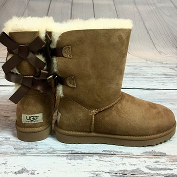 UGG BAILEY BOW SHORT BOOTS IN CHESTNUT