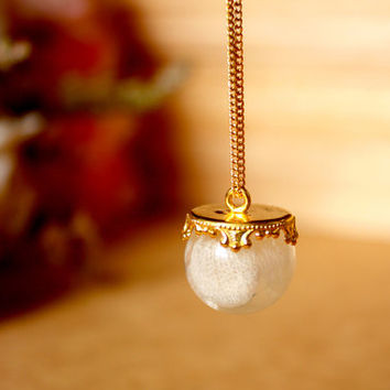 White Real Flower Jewelry, Real Flower Necklace, Resin Necklace, Cool Necklace, Cool Jewelry, Glass Orb Necklace, Simple Necklace