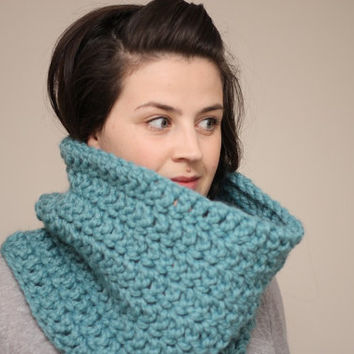 Chunky Crochet Cowl Snood in Mint Green by LumiStyle on Etsy