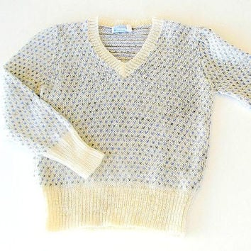 Vintage Womens  Mohair Sweater, 1970s Pullover Sweater, Size Small Medium, Judyanna Ltd NY, Cream Blue & Gray Knit Sweater.