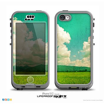The Green Vintage Field Scene Skin for the iPhone 5c nüüd LifeProof Case