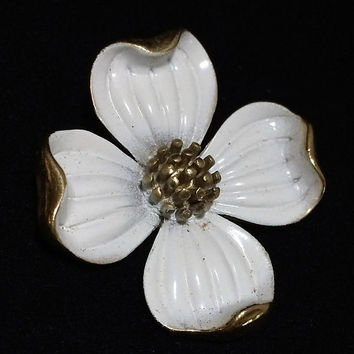 Crown Trifari White Dogwood Brooch Pin Gold Tone Enamel Dog Wood Flower Gold Tone Setting Vintage Jewelry 618m