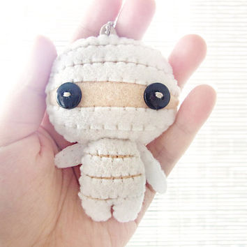 Felt Keychain -  halloween decor -  cute accessories -  Kawaii - Mummy plush - READY TO SHIP