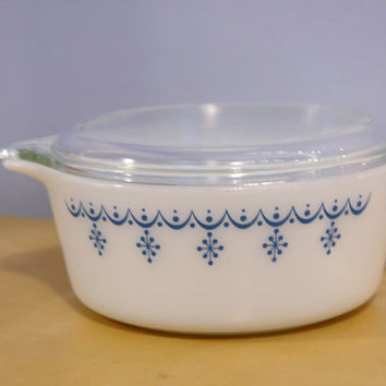 Vintage Blue Garland Pyrex Bake Serve and Store Casserole Dish 472