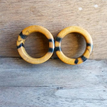 Black & White Ebony Eyelet Pair | 1""