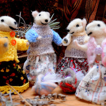 Adorable mouse friends! Four friends getting together!
