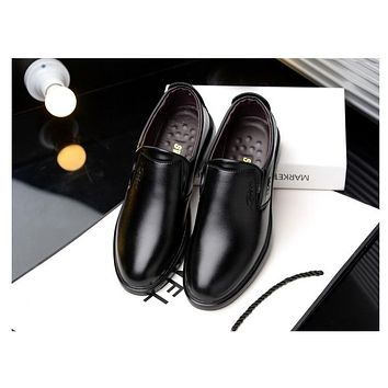 a6f52d4c12e 2018 New breathable Slip on Casual Men Loafers New Autumn Mens Shoes  Leather Men s Flats business