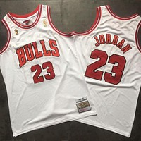 Mitchell & Ness 1996-97 23 Jordan Champion Logo Swingman Retro White Jersey