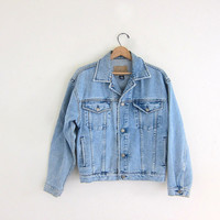 Vintage faded light wash faded jean jacket. worn in Denim jean jacket. size S
