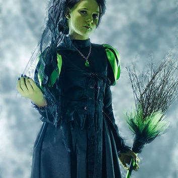 Witch Costume or Elphaba for WOMENS Adult Halloween Costume like the Wicked Witch of the West in Black and Green