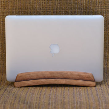 The Stave Stand - A vertical laptop stand for Macbook Air